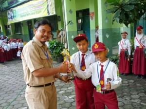 "SD Muhammadiyah Bodon Juara Lomba Robotik ""Robot Manual Transporter"""