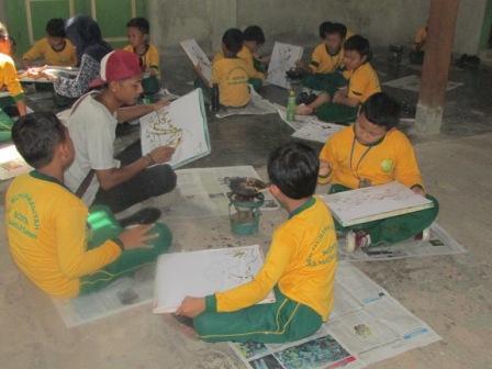 Siswa siswi SD Muhammadiyah Bodon Belajar Membatik Tulis